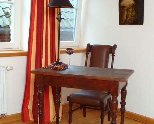 Schreibtisch im Freiherrenzimmer Degenhardt-Bertram – Schloss Wissen