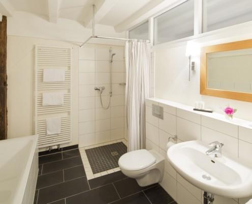 Badezimmer im Königszimmer Hubertus – Schloss Wissen