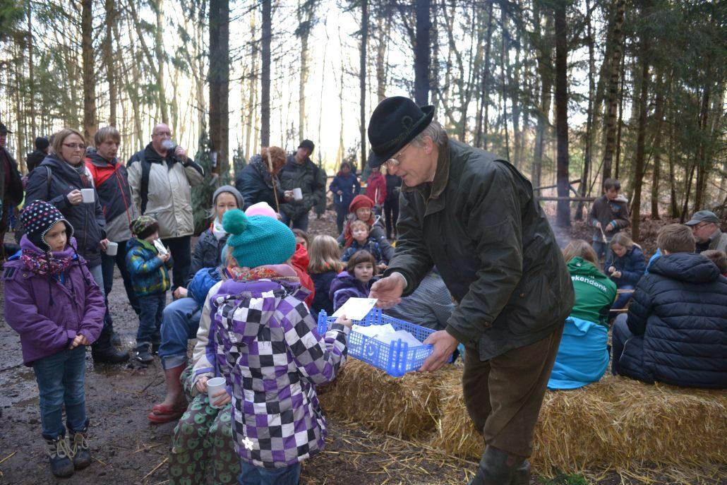 Gewinnspiel beim Weihnachtsbaumschlagen von Schloss Wissen