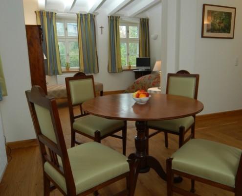 Ritterzimmer Therese – barrierefreies Einzelzimmer auf Schloss Wissen